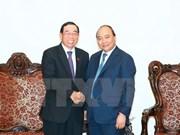 越南政府总理阮春福会见老挝公共工程与运输部部长本赞•辛塔翁