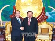 阮春福总理会见老挝党和国家领导