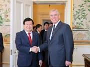 越南政府副总理郑廷勇对英国进行正式访问
