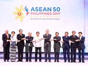 推动建设团结一心、一起稳步向前迈进的东盟共同体