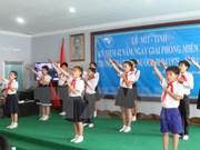 旅外越南人纷纷举行越南南方解放、国家统一42周年纪念活动