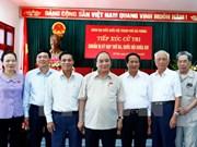越南政府总理阮春福与海防市选民们接触