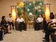 越南海军司令与新加坡海军总长进行会晤