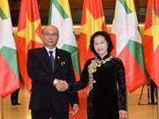 越南国会主席阮氏金银与缅甸上议院议长曼温凯丹举行会谈