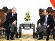 越南政府总理阮春福会见加拿大前总理