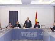 阮春福总理会见旅美越裔企业家和知识分子