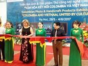 哥伦比亚图片和手工艺品展在河内举行