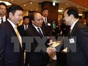 越南政府总理阮春福与日本信息技术企业举行座谈会
