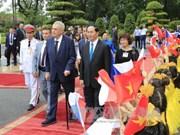 陈大光主席举行仪式欢迎捷克总统访越