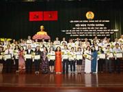 胡志明市表彰学习与实践胡志明道德榜样的优秀集体和个人