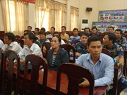 越南一艘渔船被撞沉 12名渔民成功获救