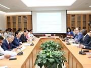 越南政府副总理王廷惠与世行驻越首席代表奥斯曼·迪奥举行座谈会