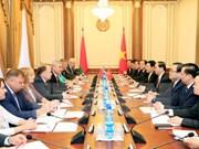 越南国家主席陈大光会见白俄罗斯国民会议代表院主席弗拉基米尔·安德烈琴科
