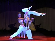 越南杂技团在古巴国际夏季杂技节获金奖