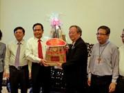 越南祖国阵线中央委员会主席走访胡志明市宗教神职人员