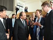 越南政府总理阮春福探访荷兰瓦格宁根大学