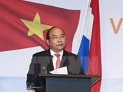 阮春福总理出席越荷企业家论坛和有关智慧城市的圆桌会议