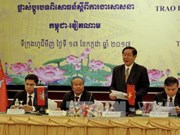 越柬两国边境省份互相分享宗教工作经验