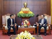 老挝高级代表团访问和平省