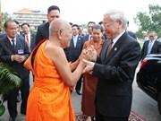 越共中央总书记阮富仲拜访柬埔寨佛教僧王