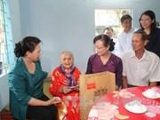 越南国会主席阮氏金银走访慰问胡志明市优抚家庭