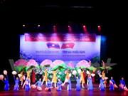 """""""越老深情""""艺术晚会在老挝举行"""