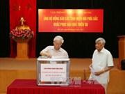 越共中央总书记阮富仲为北部山区灾民捐款