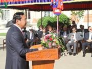 东盟成立50周年:柬埔寨和老挝举行东盟旗升旗仪式