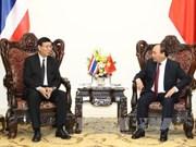 越南政府总理阮春福会见泰国立法议会议长蓬佩