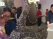 亚太和中东地区各国家和地区雕刻家的独特作品亮相河内