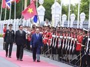 越南政府总理阮春福与泰国总理巴育·占奥差举行会谈
