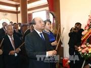 阮春福总理向前往胡志明主席纪念区敬香和敬献花圈
