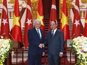 土耳其总理圆满结束对越南进行的正式访问