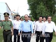 阮春福总理造访广平省布泽县德泽乡