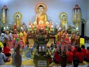 旅居老挝越南人举行活动 庆祝盂兰节 祈求国泰民安