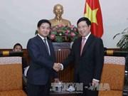 越南政府副总理兼外交部长范平明会见老挝人民革命青年团高级代表团