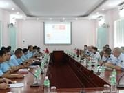 越南与美国空军分享机场安全运行的经验