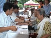 越柬建交50周年:为柬埔寨贫民进行免费体检