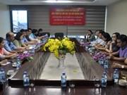 老挝新闻局代表团造访《广宁报》社