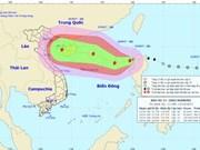 台风卡努穿过菲律宾吕宋岛进入东海