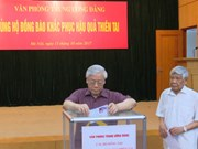 越南党、国家和政府领导人纷纷为各省水灾灾民捐款