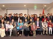 越南国家副主席邓氏玉盛亲切会见旅拉越南人
