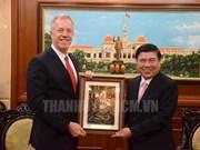美国驻越大使辞行拜会胡志明市人民委员会主席阮成锋