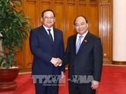 越南政府总理阮春福会见老挝政府副总理宋赛•西潘敦