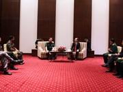 胡志明市领导会见国际国防官员培训班代表团