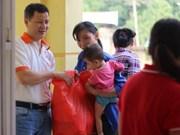 越南国际救助贫困组织协助和平省灾民恢复生产生活秩序