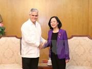 越共中央民运部部长张氏梅会见古巴保护革命委员会代表团