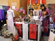 东盟妇女协会举办慈善义卖活动 共设展位86个
