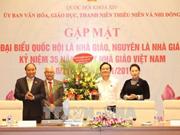 越南政府总理、国会主席会见教师、原教师国会代表