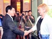 越南政府副总理兼外长范平明与瑞典外交部长玛戈特・瓦尔斯特伦举行会谈